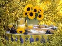 däck bord bland blommor - m .....................