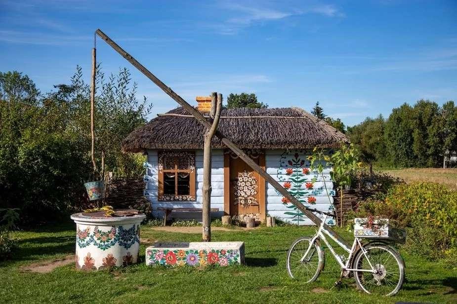 цветна къща - ръчно рисувана къща (10×7)