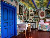 O interior da cabana - O interior é pintado à mão