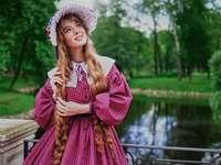Frau, rosa Kleid - m ...................