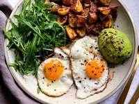 Mangiare sano - Mangia avocado sano con l'uovo