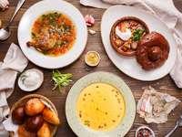 Il tavolo è servito - Per mangiare si serve la tavola