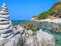 Steinkunst an der Küste von Kalabrien Italien - Steinkunst an der Küste von Kalabrien Italien