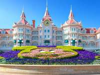 Disneyland hotel complex for children - Disneyland hotel complex