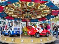 Carusel pentru copii la târg - Carusel pentru copii la târg