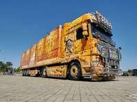 камион - с жълтия камион през света