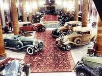 Klasická auta - 1932 - Každoroční salon automobilů vyráběných na zakázku v hotelu Drake probíhal souběžn�