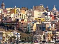 Városra néző Gela Szicília