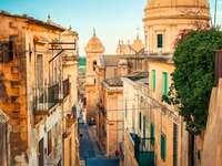 Ruelle de maisons en Sicile
