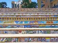 Scale colorate in una città della Sicilia - Scale colorate in una città della Sicilia