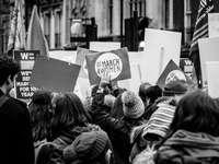 # МАРТ4ЖЕНИ - снимка в сивата скала на група хора, изнасящи митинг на