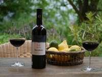 Vino Nero d'Avola i owoce cytrusowe Sycylia