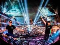 Lny Tnz x Edc - dos DJ's en concierto. Electric Daisy Carnival, Las Vegas, Estados Unidos