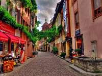Calle y viviendas - Calle y casas coloridas.