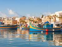 Vase colorate în portul din Malta - Vase colorate în portul din Malta