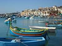 Barevné lodě v přístavu na Maltě - Barevné lodě v přístavu na Maltě