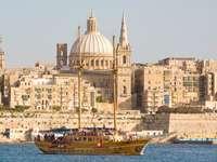 Valetta városára néző Málta