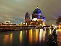 Καθεδρικός ναός του Βερολίνου τη νύχτα - Μ ..........................