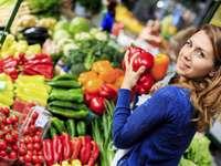 Mercato ortofrutticolo - Donna acquisto di verdure