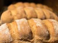снимка на хляб отблизо - Домашен хляб - пресен от фурната.