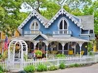 kék ház - m ........................