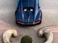 Μπουγάτι Χείρων - Αυτή είναι μια φωτογραφία ενός σπορ αυτοκινήτου.