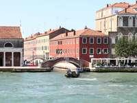 bateau passant sous le pont - Venecia, Venise, Venezia, Gran Canal.