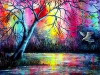 Árbol en la luz colorida se refleja en el lago - Árbol en la luz colorida se refleja en el lago