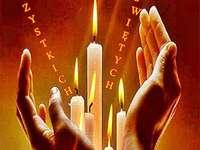 palące się świeczki