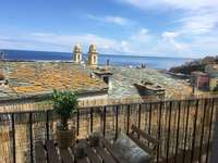 Přístavní město Bastia na Korsice