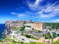 Пристанищен град Бонифацио в Корсика