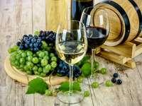 Petit tonneau de vin et raisins - Petit tonneau de vin et raisins