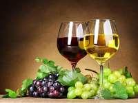Vörösbor, fehérbor, valamint sárga és kék szőlő