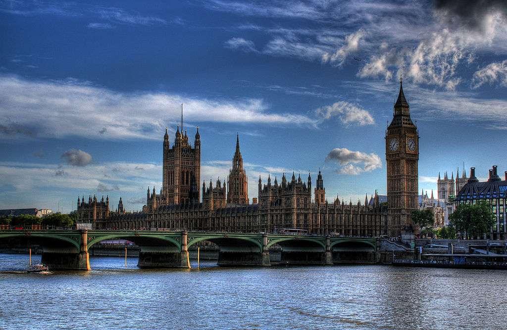 Westminster - Westminster - un quartiere del centro di Londra, situato nel distretto della City of Westminster, in passato una città indipendente. I confini approssimativi del distretto sono Vauxhall Bridge Road a (4×3)