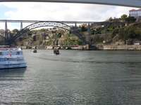 Ingresso a Porto dal fiume Douro.