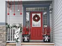 Decorações de natal na frente da entrada da casa - Decorações de natal na frente da entrada da casa