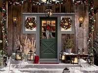 Коледна украса пред къщата