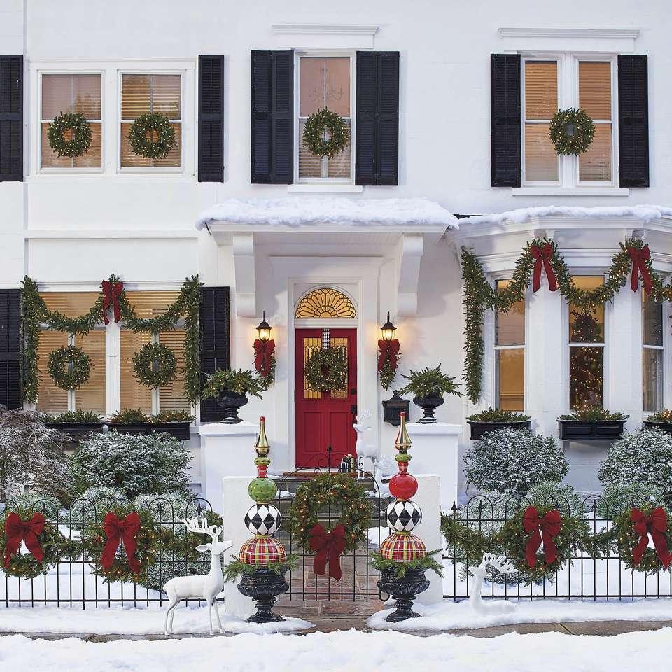 Коледна украса пред къщата (10×10)