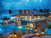 restauracja nocą  na wyspie bali