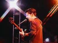 Aidan Gallagher - Aidan en un concierto...