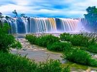 Visão - Céu, natureza verde, água