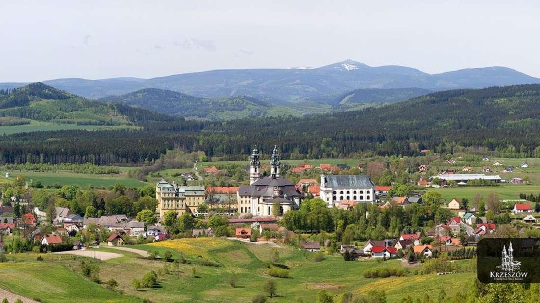 Изглед - Планини, природа, град (10×6)