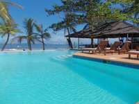 Gyönyörű medence - Gyönyörű medence a tengerparton