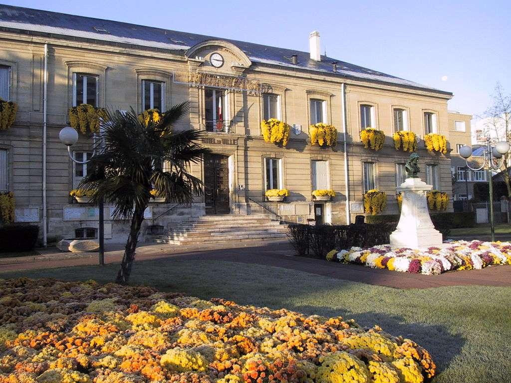 Houilles - Houilles je město a obec ve Francii, v regionu Île-de-France, v departementu Yvelines (5×4)