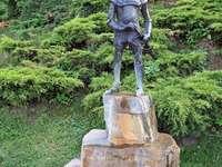 Cavaleiro de Nowy Sącz - Monumento ao cavaleiro de Nowy Sącz relacionado à lenda