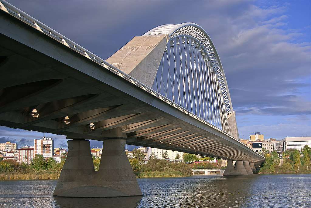 """Mérida (Spagna) - Mérida (estr. Méria) - una città nella Spagna occidentale, nella provincia di Badajoz, la capitale della regione dell'Estremadura. Situata sul fiume Guadiana, è chiamata """"Roma spagnola"""". Centro am (4×3)"""