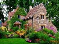 Dom Otoczony Kwiatami