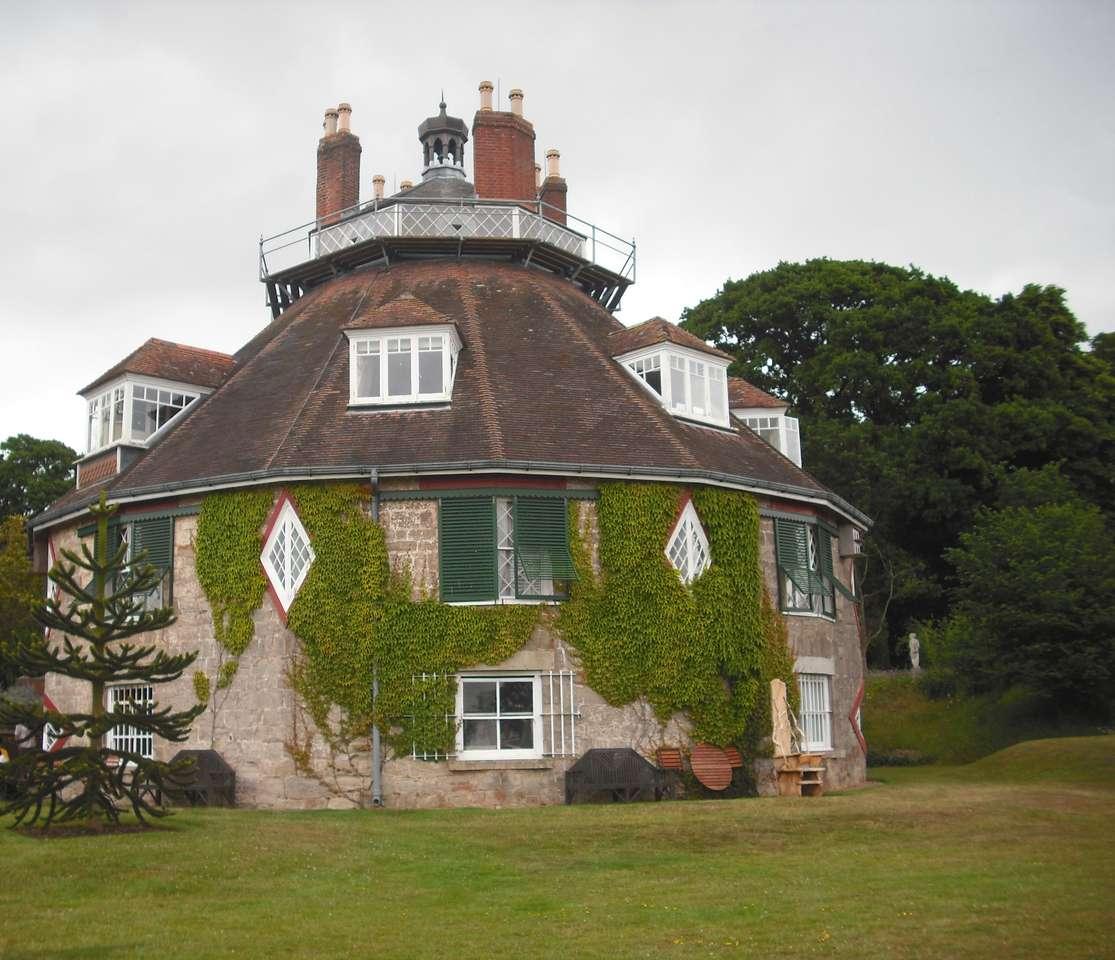 Ένα στρογγυλό σπίτι στη χώρα