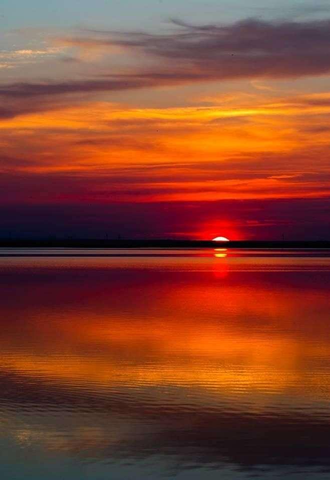 Ηλιοβασίλεμα πάνω από τη θάλασσα online παζλ