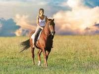 Γυναίκα με άλογο - Γυναίκα ιππασία